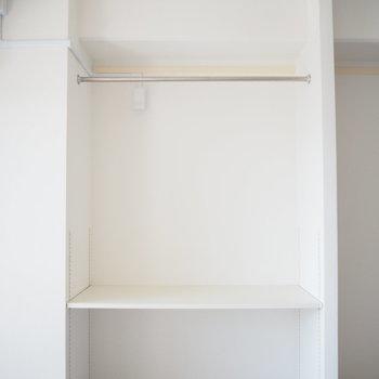 収納スペースです。扉がないので見せる収納を!