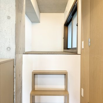 階段上がったスペースは秘密基地のような。