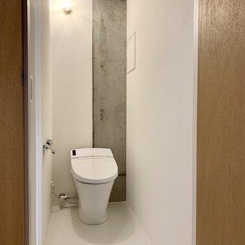 トイレのライトもいい感じに。