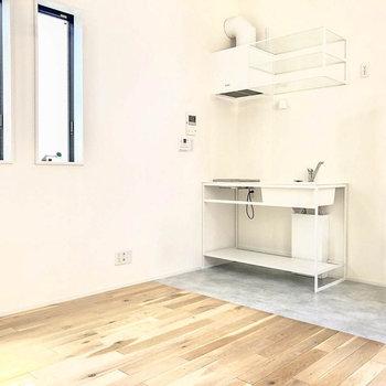 白いキッチンがお部屋の雰囲気を柔らかくします