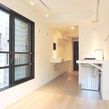 白のさわやかなお部屋ですね※写真は2階の同間取り別部屋のものです