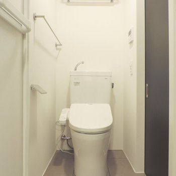 トイレでも手が洗えます※写真は2階の同間取り別部屋のものです