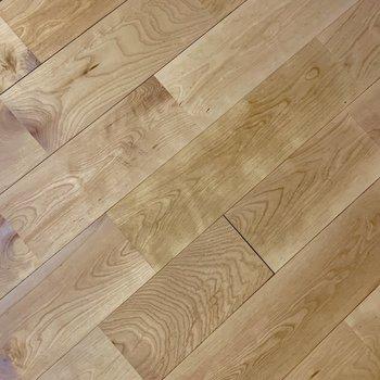 無垢】バーチという色白のキレイな質感の無垢床材。薫りが良い!