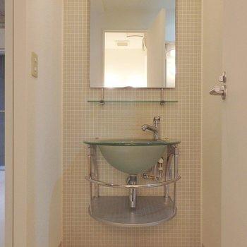 洗面台はデザイン性◎(※写真は5階の同間取り別部屋のものです)