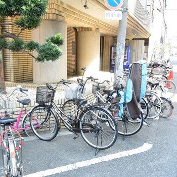 自転車はマンションの周りにぐるっと置くスタイル…?
