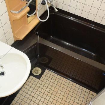 レトロなタイルがすてきなお風呂