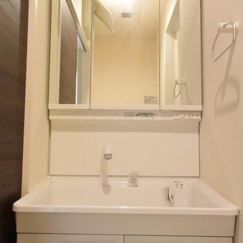 洗面台は大きな鏡がうれしいですよね