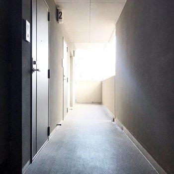 共用廊下もスッキリしています。