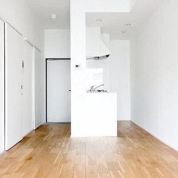 真っ白空間+無垢って無敵だとおもう。すてき。(※写真は5階の同間取り別部屋のものです)