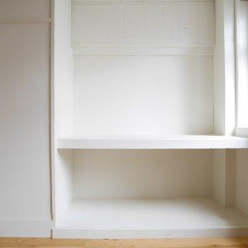 部屋に奥にはちょっとした収納はスペース