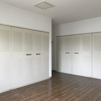 ここは衣装部屋? とにかく収めてほしいみたいです