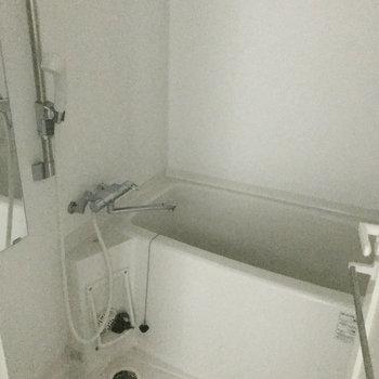 浴室は乾燥機付きですよ。(※写真は15階の同間取り別部屋、清掃前のものです)
