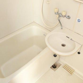 お掃除楽チンな2点ユニット(※写真は4階似た間取り別部屋、清掃前のものです)