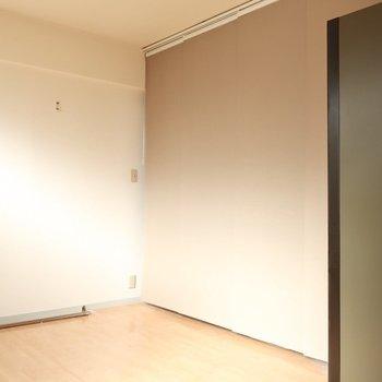 閉めるとアクセント壁みたい♩(※写真は4階似た間取り別部屋、清掃前のものです)