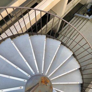 4階のお部屋までは階段です!