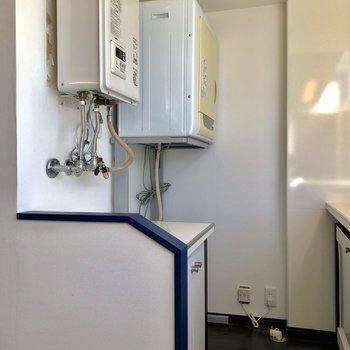 キッチン後ろに洗濯機置場。乾燥機付き!