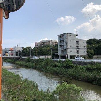 すぐそばは樋井川!自然が感じられますね!