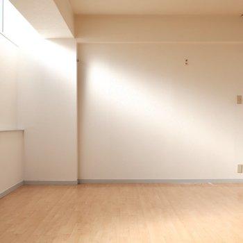 一筋の光が・・・その正体は(※写真は4階似た間取り別部屋、清掃前のものです)