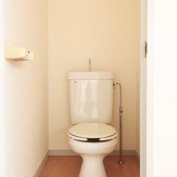 トイレはシンプルさん(※写真は4階似た間取り別部屋、清掃前のものです)