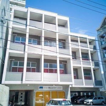 4階建マンション。