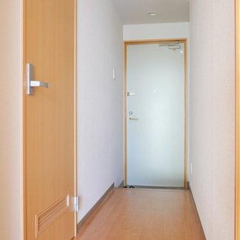玄関〜廊下スペース。