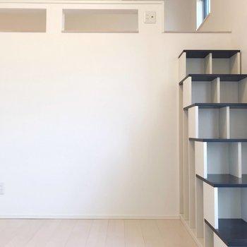 棚の部分にはCDや文庫本を収納できます(※写真は清掃前のものです)