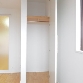 【イメージ】扉付きのワードローブバーが付きます!コレくらいの大きさの収納が2箇所!