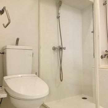 温水洗浄機付きトイレです