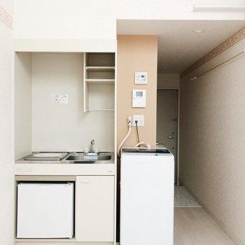 キッチンと洗濯機置き場はこちらに。