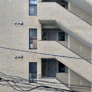 洋室からは向かいの建物です。