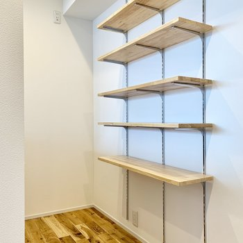 【LDK】シェルフには、おしゃれな食器や調理料を置きたくなる。