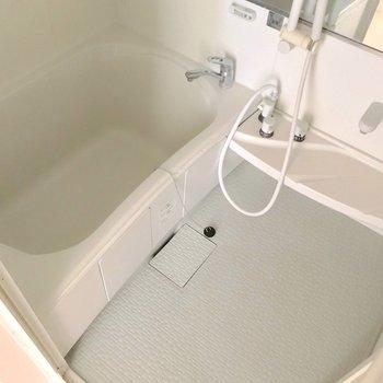 【2F】お風呂はサーモ水栓で温度調節簡単です。