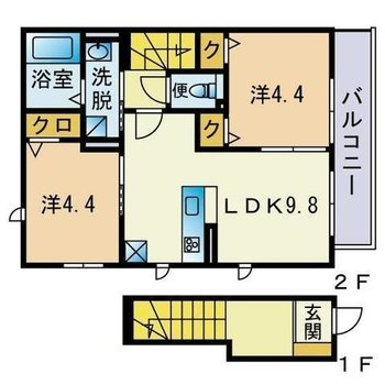 1階に玄関、2階にお部屋という造り。