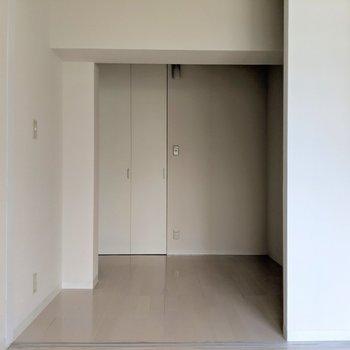 縦に長いお部屋です!(※写真は2階の同間取り別部屋のものです)
