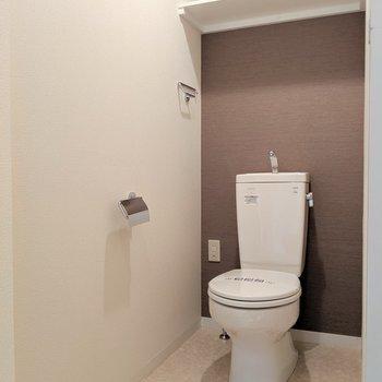 広めのトイレが登場。(※写真は2階の同間取り別部屋のものです)