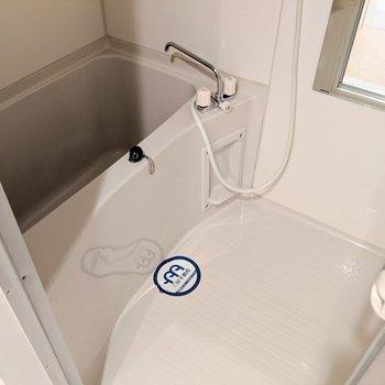 ひねるタイプだけど湯はり機能あるから問題ないねっ◎(※写真は2階の同間取り別部屋のものです)
