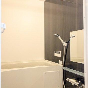 追い焚きと浴室乾燥機が付いています。