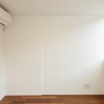 【洋室②】ここを作業スペースや書斎にするのもいいな。