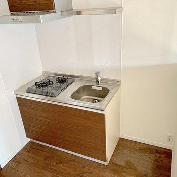 冷蔵庫置場あり◎シンクトレーを用いてね。(※写真は清掃前のものです)