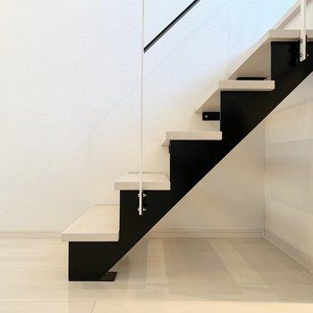 さて、上段も見ていきましょう。この階段のフォルムが素敵◎