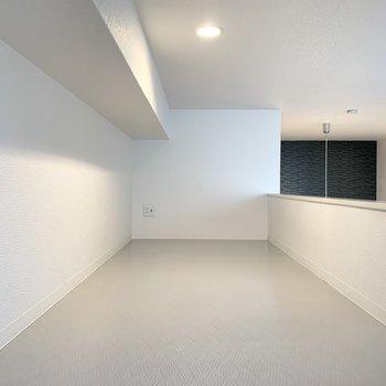 最上段は中腰高さの白い空間。