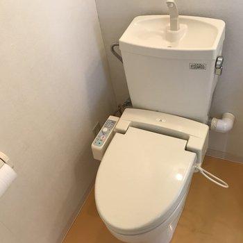 おトイレはウォシュレット付き トイレットペーパー付いてる?、、