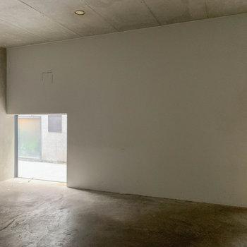 【1F】床側に小窓があるという新しさ。※写真は前回募集時のものです
