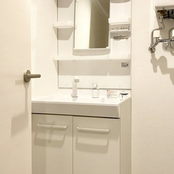 シンプルな洗面台(※写真は同間取り別部屋のものです)