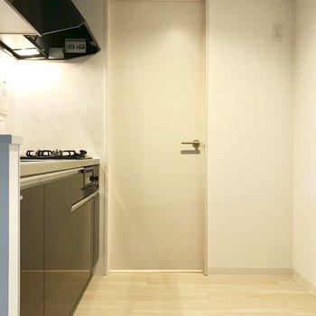 キッチンスペース広い!!!(※写真は同間取り別部屋のものです)