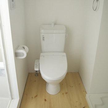 トイレもすてき(※写真は6階の反転間取り別部屋のものです)