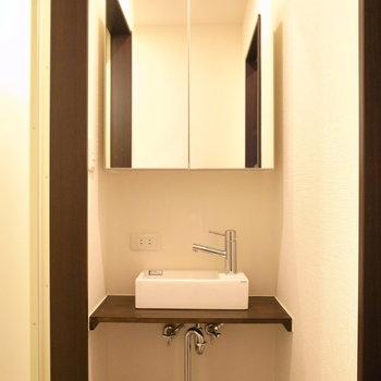 カフェっぽい洗面台は朝のゆったりした時間もさまになりそう。