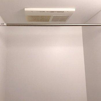 浴室乾燥機があるので、雨の日も安心ですね(※写真は清掃前のものです)