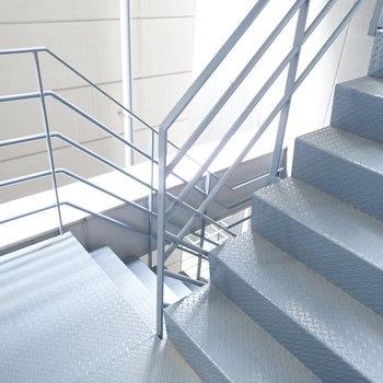 階段からも降りれます。