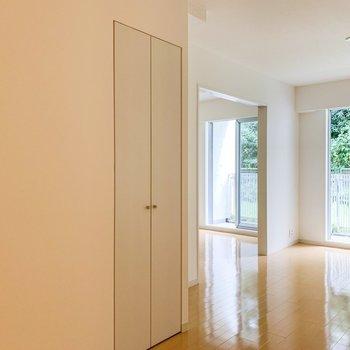 【LDK】隣のお部屋とは引き戸で仕切られています。